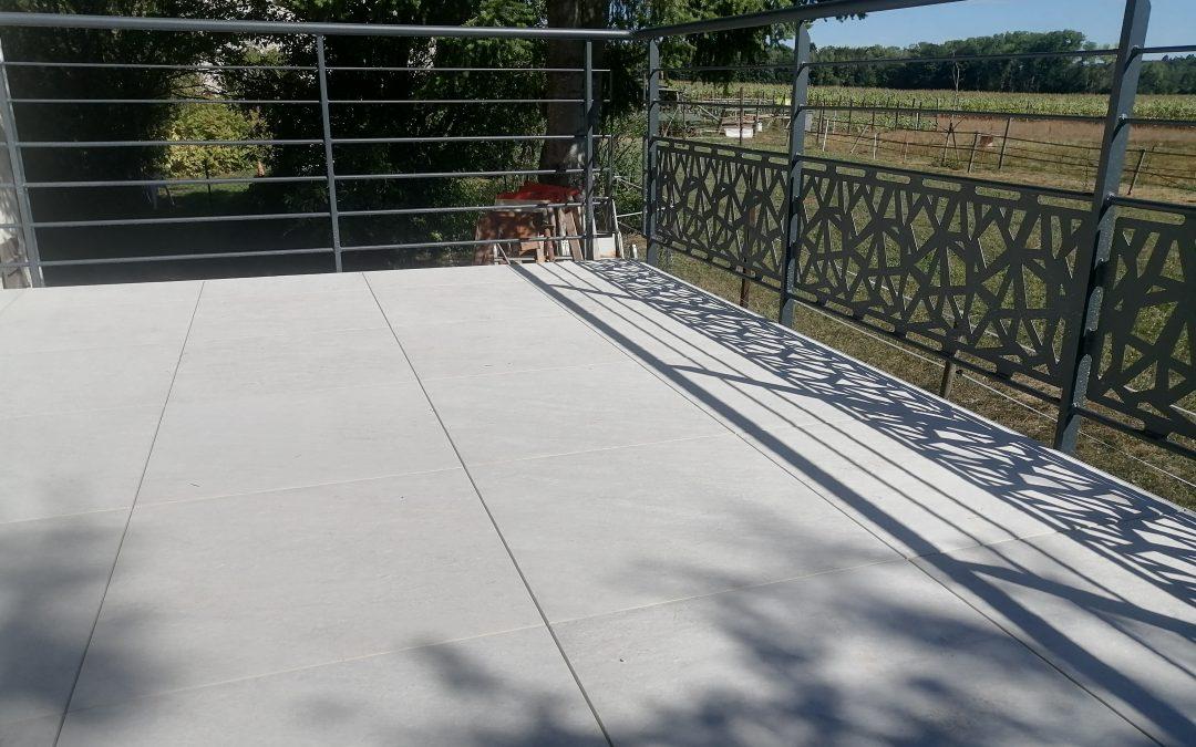 Habillage d'une terrasse .